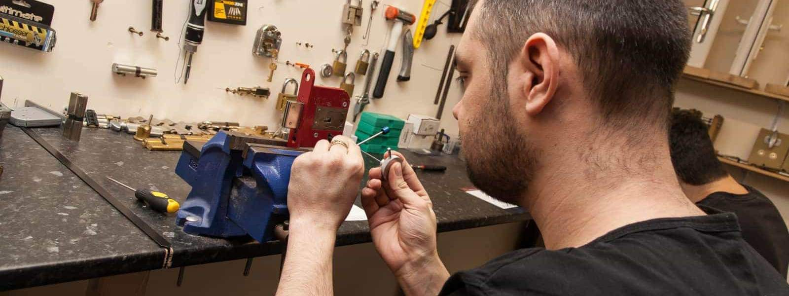 Locksmith Training - Lock Picking