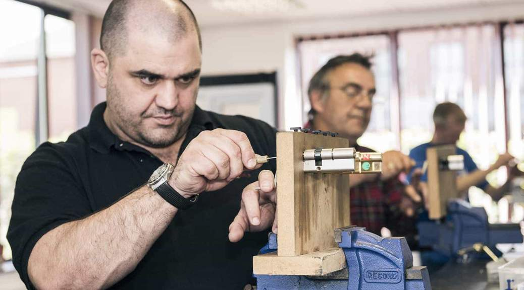 Locksmith Training - Lock Picking